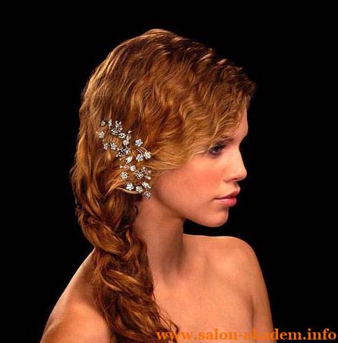 Прически с ободком в греческом стиле с челкой