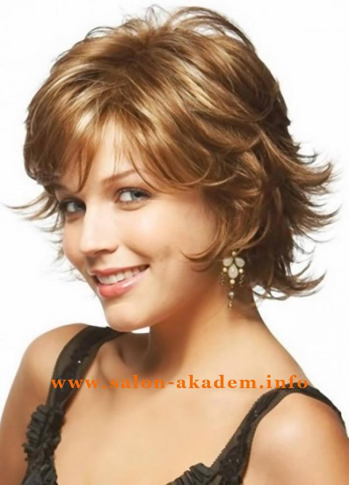 Фото стрижки итальянка на средние волосы с челкой